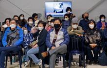 مواطنون كوريون جنوبيون أثناء مغادرتهم لدولة الاحتلال (أ ف ب)