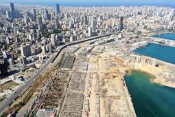 صورة من الجو لمرفأ بيروت بعد الإنفجار بيومين