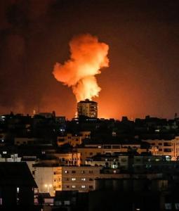 جانب من قصف الاحتلال