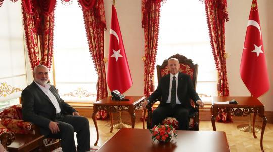 خلال لقاء هنية مع اردوغان