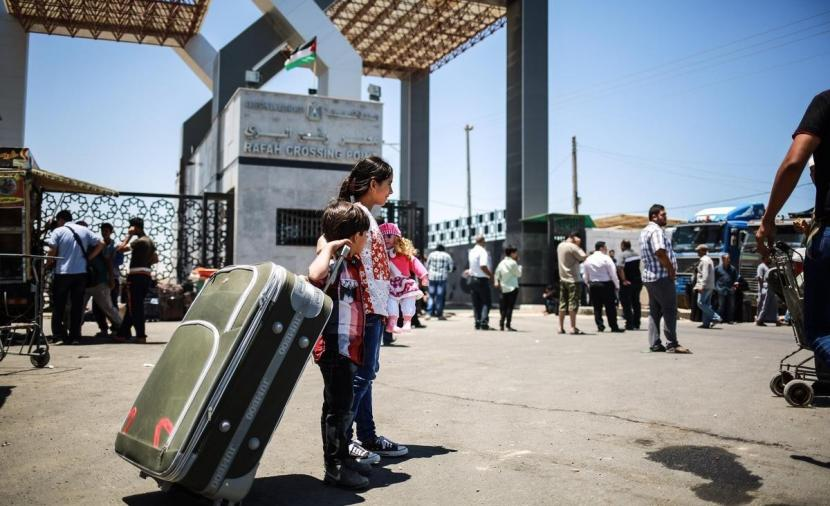 الداخلية تعلن آلية السفر عبر معبر رفح غداً الأحد   فلسطين أون لاين