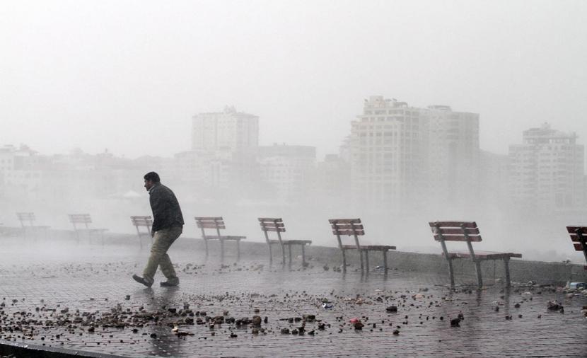 الطقس: ماطر وبارد وانحسار المنخفض مساء