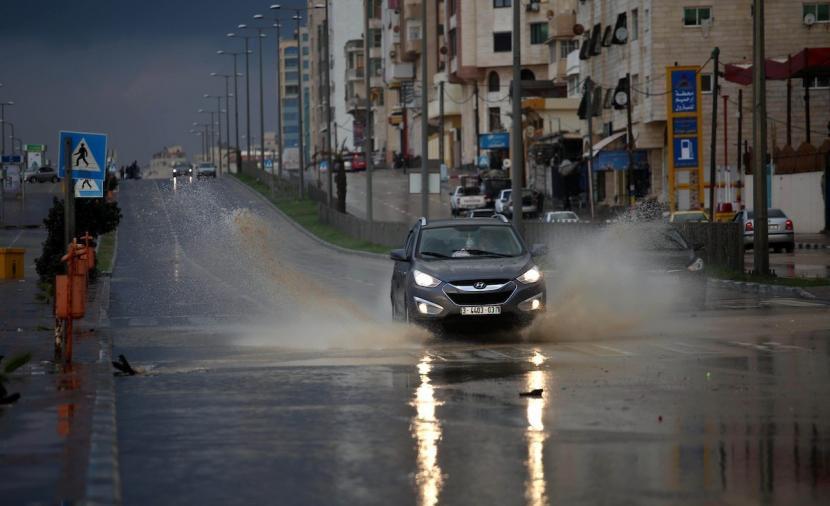 الطقس: انخفاض درجات الحرارة وهطول أمطار